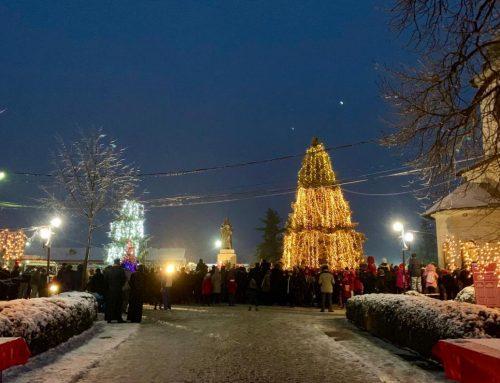 """""""Dar de Crăciun"""" la Centenar pentru 1400 de copii la Episcopia Hușilor"""