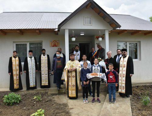 """Proiectul eparhial """"Bucuria e acasă"""": Episcopia Huşilor a oferit, de 1 Iunie, trei case unor copii din familii defavorizate"""