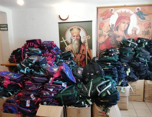 """Programul """"Un ghiozdan pentru noul an şcolar"""": ghiozdane complet echipate pentru copiii din Basarabia"""