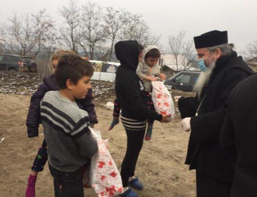 """Caravana """"Dar de Crăciun"""" își continuă drumul pe la casele copiilor nevoiași din satele Episcopiei Hușilor"""